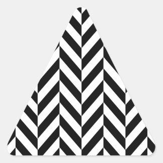 シンプルな白黒のヘリンボンパターン 三角形シール