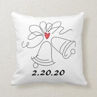 シンプルな結婚式の鐘のカスタマイズ可能な枕 クッション