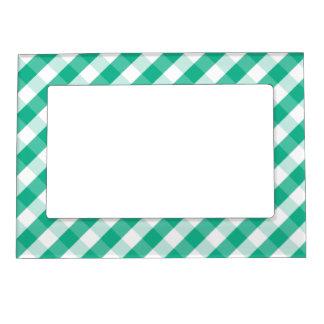 シンプルな緑の白いセントパトリックのギンガムパターン マグネットフレーム