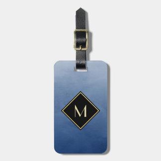 シンプルな金ゴールドのモノグラムが付いているエレガントなブラシをかけられた青 ネームタグ
