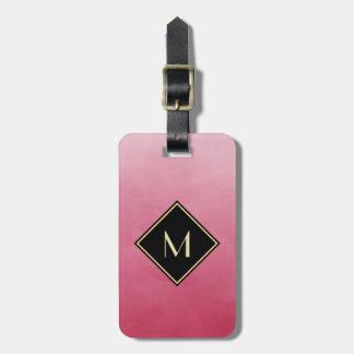 シンプルな金ゴールドのモノグラムとのエレガントなブラシをかけられたピンク バッグタグ