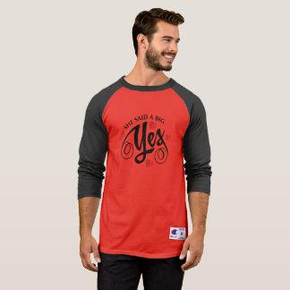 シンプル彼女は大きいYesのバレンタインのRaglanのワイシャツを言いました Tシャツ