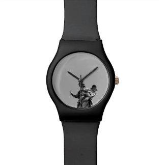 シンプル、彫像の上のカモメのモダンな写真 腕時計