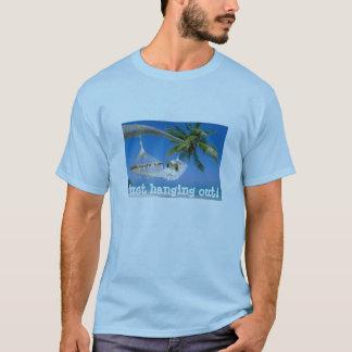 シーズー(犬)のTzuのぶら下がったなユニセックスなTシャツ Tシャツ