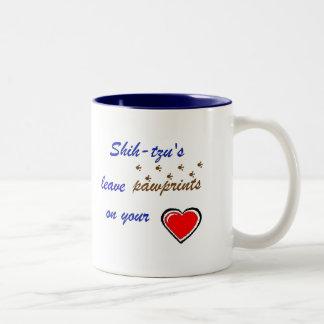 シーズー(犬)のTzuのマグ ツートーンマグカップ