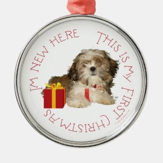 シーズー(犬)のTzuの子犬の初めてのクリスマス メタルオーナメント