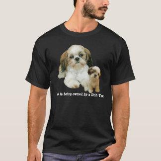シーズー(犬)のTzuの相棒のユニセックスなワイシャツ Tシャツ