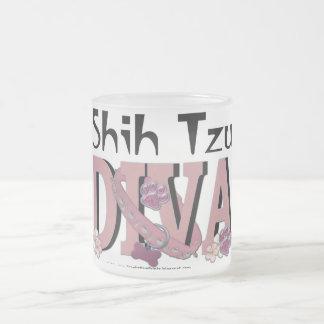 シーズー(犬)のTzuの花型女性歌手 フロストグラスマグカップ