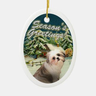 シーズー(犬)のTzuの雪の小屋のクリスマスのオーナメント セラミックオーナメント