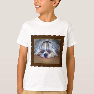 シーズー(犬)のTzu眠い犬 Tシャツ