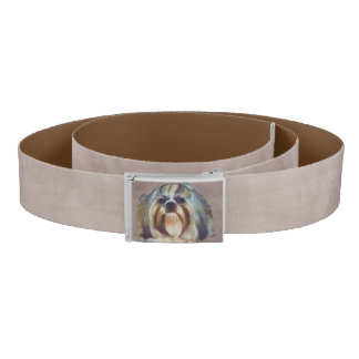 シーズー(犬)のTzu Brindleおよび白い犬 ベルト