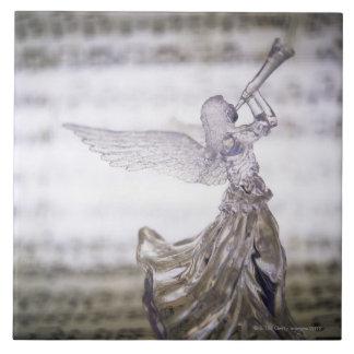 シートのトランペットそしてイメージを遊ぶガラス天使 タイル