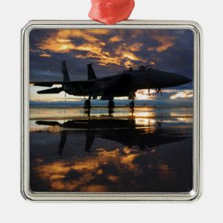ジェット戦闘機の航空機のパイロットによっては運命が飛びます メタルオーナメント