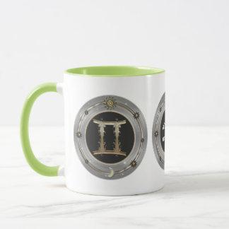 ジェミニ(占星術の)十二宮図の印の名前入りなマグ マグカップ