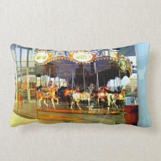 ジェーンの回転木馬-ブルックリン橋公園の枕 ランバークッション