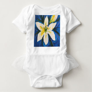 ジェーン著青いコレクションの白いユリ ベビーボディスーツ