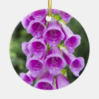 ジギタリスのPupureaの紫色の花 セラミックオーナメント