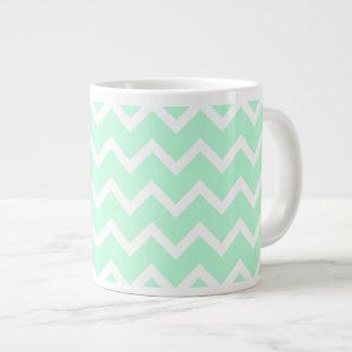 ジグザグ形のシェブロンの真新しい緑の縞 ジャンボコーヒーマグカップ