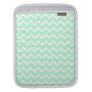 ジグザグ形のシェブロンの真新しい緑の縞 iPadスリーブ