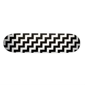 ジグザグ形のシェブロン白黒パターン スケートボード