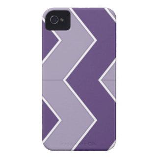 ジグザグ形の暗く、薄紫のパターン Case-Mate iPhone 4 ケース