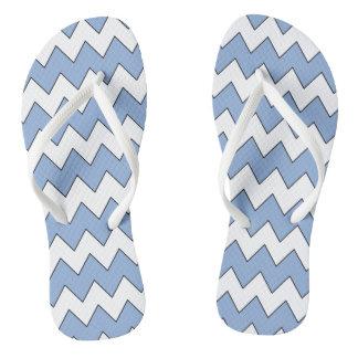 ジグザグ形の淡いブルーおよび白いビーチサンダル ビーチサンダル