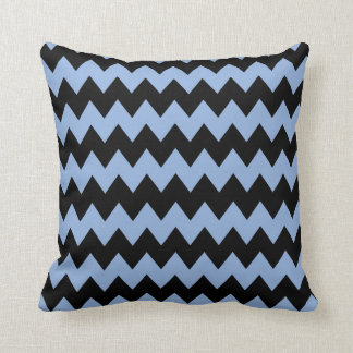 ジグザグ形の淡いブルーおよび黒い枕 クッション