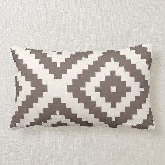 ジグザグ形幾何学的なパターン暗灰色ブラウン ランバークッション