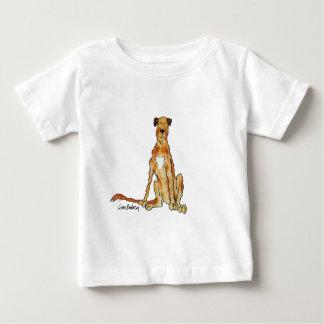 ジナBarbosa著アイリッシュ・ウルフハウンドの絵 ベビーTシャツ