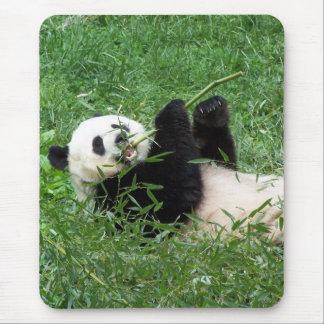ジャイアントパンダのLounging食べ物のタケ マウスパッド