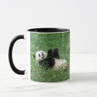 ジャイアントパンダのLounging食べ物のタケ マグカップ