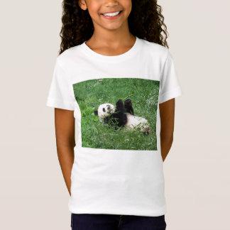 ジャイアントパンダのLounging食べ物のタケ Tシャツ
