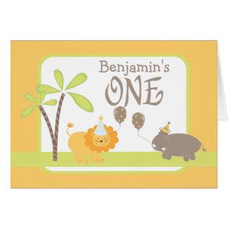 ジャングルのライオンおよびカバの幸せな第1誕生日 グリーティングカード