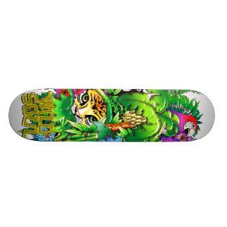 ジャングルの野生の動植物のスケートボード スケートボード