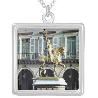 ジャンヌダルクの乗馬の彫像 シルバープレートネックレス