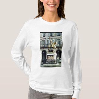 ジャンヌダルクの乗馬の彫像 Tシャツ