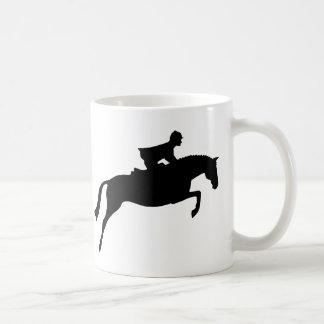 ジャンパーの馬のシルエット コーヒーマグカップ