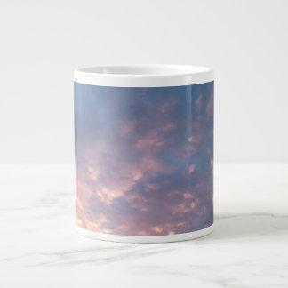 ジャンボ日没および青空のマグ ジャンボコーヒーマグカップ