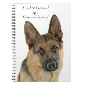 ジャーマン・シェパードによって愛される及び保護されて ノートブック