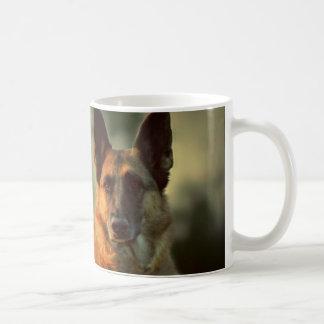 ジャーマン・シェパードのコーヒー・マグ コーヒーマグカップ