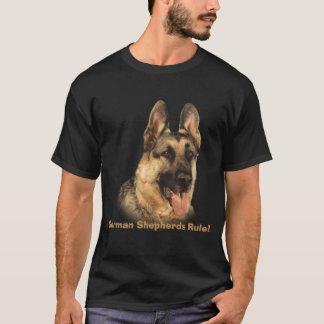 ジャーマン・シェパードのユニセックスなTシャツ Tシャツ