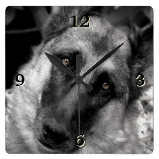 ジャーマン・シェパードの写真の柱時計 スクエア壁時計