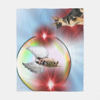 ジャーマン・シェパードの天使の飛行 フリースブランケット