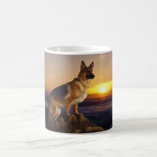 ジャーマン・シェパードの犬またはアルザス人のポートレート コーヒーマグカップ