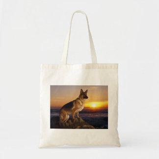 ジャーマン・シェパードの犬またはアルザス人のポートレート トートバッグ