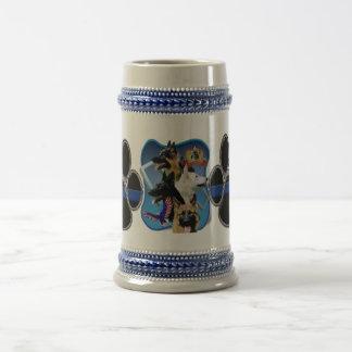 ジャーマン・シェパードの薄いブルーライン ビールジョッキ
