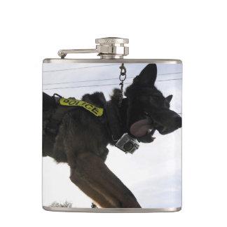 ジャーマン・シェパードの警察犬 フラスク
