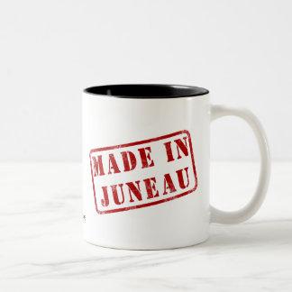 ジュノーで作られる ツートーンマグカップ