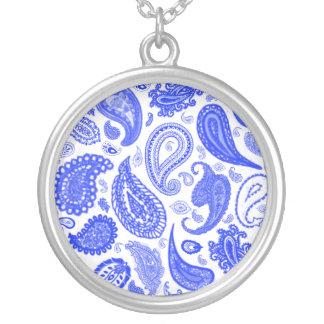 ジュリーEverhart著ペイズリーの青いペンダント シルバープレートネックレス