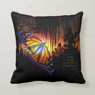 ジョンの1:4のマダラチョウの日没の枕 クッション